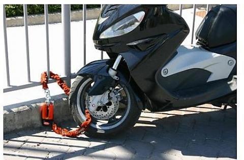 antifurto-moto-modello-poker-2-in-1-con-catena-e-bloccadisco_734_zoom